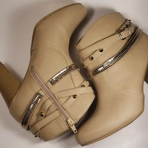 JLo Dusty Natural Ankle Boot Size 9.5 M